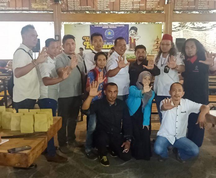 Ketua DPP GANN Sang Haji Bima, DPD GANN Jatim Gus Anas foto bareng bersama pengurus