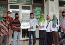 Penyerahan Bantuan Pada Petani Jamur Oleh LazisNU Jatim dan Perempuan Tani HKTI Jatim