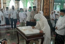 Gubernur Khofifah Tanda Tangani Peresmian Masjid Tertua Al-Fattah Mojokerto