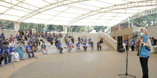 Walikota Tangsel Saat Memberi Wejangan Sebelum Senam Bareng Eks Pasien Covid-19