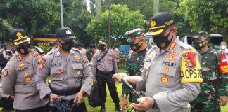 Kapolres Metro Depok, Kombes Pol Aziz Andriansyah mengecek kesiapan pasukan