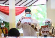Peserta Pilwali Kota Surabaya 01, Eri Cahyadi setelah melakukan pencoblosan