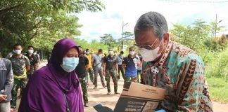 Wakil walikota Tangerang Selatan, Benyamin Davnie saat menemui warga