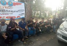Peserta aksi kegiatan dukung pemerintah bagi masker dan kampanye anti narkoba sebelum aksi