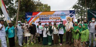 Foto bareng PT HKTI Jatim, Pasuruan, KTH RMS dan PT Cheil Jedang Indonesia setelah penanaman menggunakan ketapel