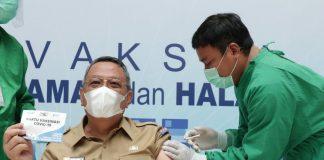 Wakil Walikota Tangerang Selatan, Benyamin Davnie ikuti vaksin covid-19
