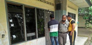 Tim Densus Polda Sumatera Utara mendatangi rumah terduga teroris.