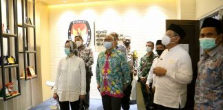 Wali Kota Tangerang Selatan, Airin Racmi Diany, Bersama Wakil Wali Kota Benyamin Davnie Meninjau Gedung Baru KPU