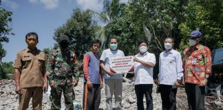Penyerahan Bantuan Sosial Korban Bencana Alam Gempa Bumi Kabupaten Malang oleh Bank Indonesia