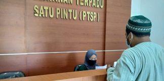Muhamad Yusup, warga Desa Kandawati, Kecamatan Gunung Kaler, Kabupaten Tangerang, melaporkan dugaan penyelewengan BST ke Kejaksaan Negeri Kabupaten Tangerang.