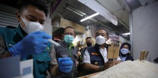Pengecekan oleh Wakil Wali Kota Bandung, Yana Mulyana memantau stok, harga, dan keamanan pangan di Pasar Kosambi, Jalan Ahmad Yani, Kota Bandung.