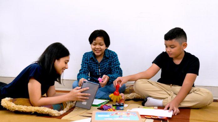 pengajar SMM dituntut selalu mengembangkan kreativitas agar siswa berinteraksi secara terbuka dengan guru maupun teman-temannya