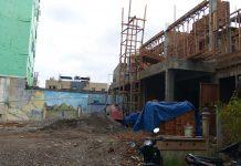 Dua bangunan Ruko setinggi 2 lantai tanpa IMB yang tetap dikerjakan pembangunannya