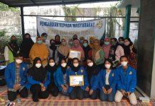 Foto bersama Tim PKM FH-Unpam dalam penyuluhan hukum kepada warga Serpong