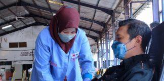 Proses donor plasma konvalesen di gedung Srijaya Surabaya oleh JCI East Java dengan menggandeng influencer yang untuk membantu pasien covid-19/ist