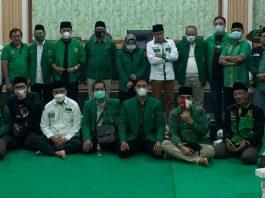 Foto bareng pengurus PPP Jatim di kantor DPW PPP Jatim di jalan Kendangsari Surabaya/ist.