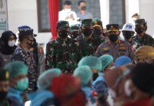 Kapolri dan Panglima TNI memantau langsung pelaksanaan serbuan vaksinasi 15.000 untuk warga Banyuwangi